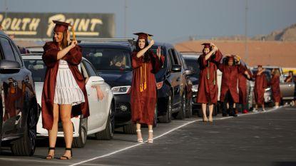 Diploma-uitreiking op het racecircuit om de social distancing te bewaren