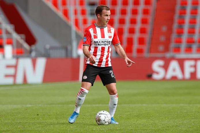 Mario Götze aan de bal in het duel met sc Heerenveen. Kan hij de komende weken met PSV de tweede plek veiligstellen?