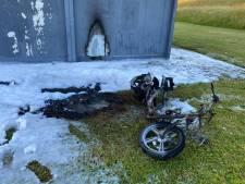 Scooter bij jeugdhonk in Hansweert in brand gestoken, bestuursleden balen van schade aan gebouw