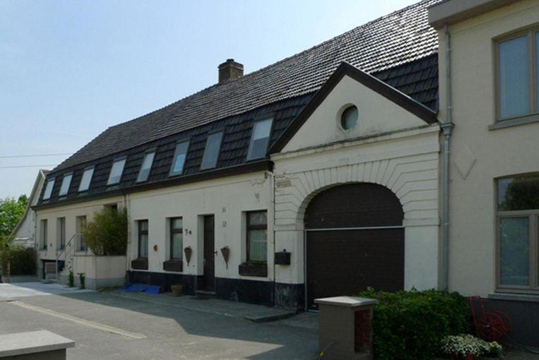 Voormalige brouwerij met rechts een aanpalende brouwerswoning in de Dikkebusstraat in Vlamertinge.
