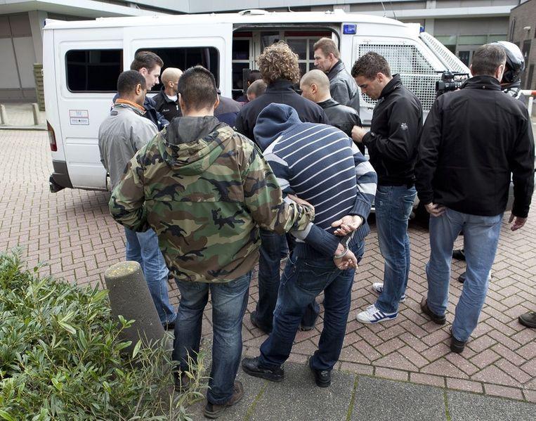 Tegenstanders van de pro-Wilders demonstratie worden meegenomen door de politie. Foto © Amaury Miller Beeld