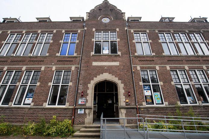 De Wilhelminaschool wordt tijdelijk bewoond door anti-kraak.