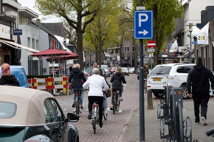 De Parkstraat in Nuenen afgelopen zaterdag. De belangrijkste weg in het centrum krijgt de komende jaren een opfrisbeurt.