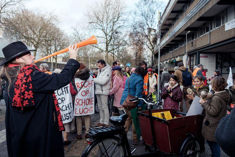 De demonstratie in de Kattenburgerstraat. Beeld Jakob Van Vliet