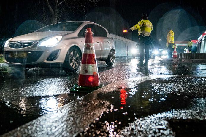 De politie hield op de A2 bij Zaltbommel een grote controle.