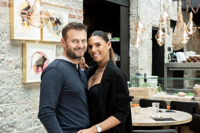 Wout Bru met zijn partner Natassia.