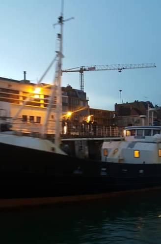 Stapten 69 Albanezen in Oostende in smokkelschip? Onderschepte boot lag dinsdag nog naast politieboot aan Visserskaai