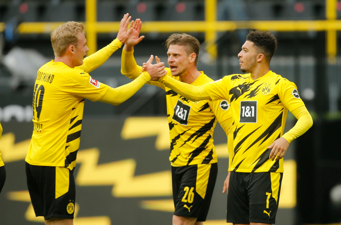 Jadon Sancho (rechts) was de grote man bij Dortmund met twee treffers..