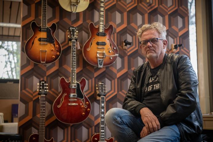 Rudi Bults van The Fellowship Of Acoustics heeft nog steeds zijn twee dure gitaren niet terug; de politie heeft een oproep geplaatst op social media.