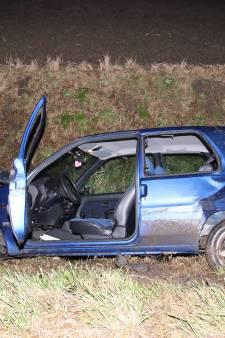 Auto belandt in sloot in Poortvliet