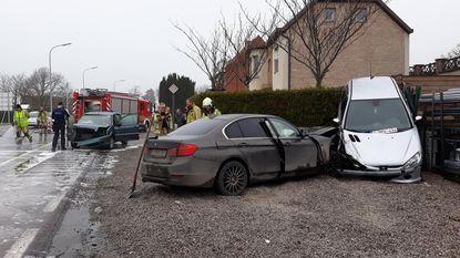 Hoogzwangere vrouw ongedeerd na crash