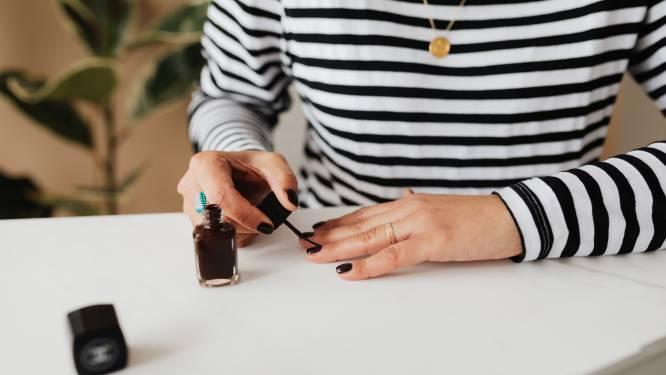 Bye bye gefaalde manicures: dankzij deze poepsimpele truc van de manicuriste van Dua Lipa blijft je nagellak veel langer zitten