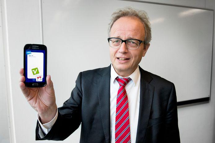Irma, het pasje dat Bart Jacobs met zijn vakgroep ontwikkelde, kan onder meer met een smartphone worden uitgelezen.