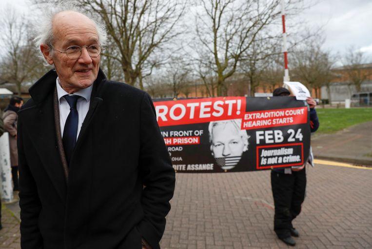 Assanges vader tijdens een protestactie. Beeld REUTERS