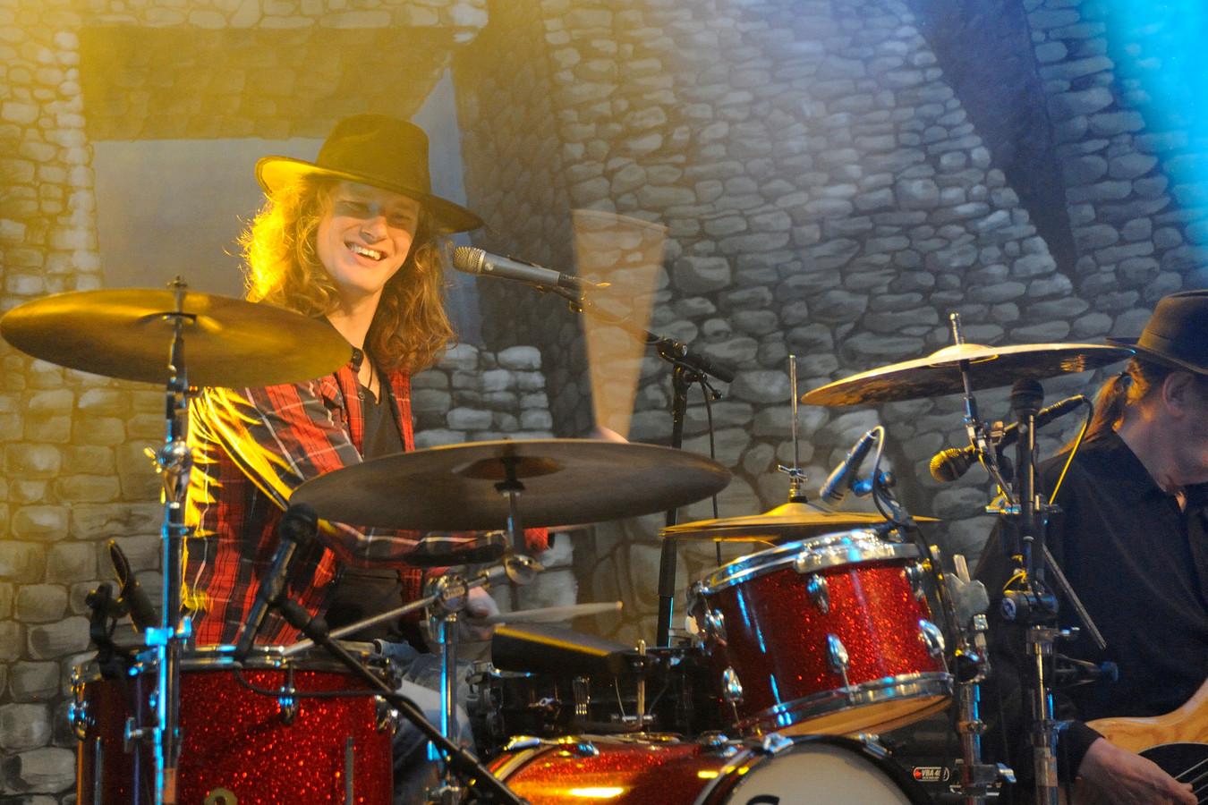 Normaal-drummer Timo Kelder achter zijn drumstel.