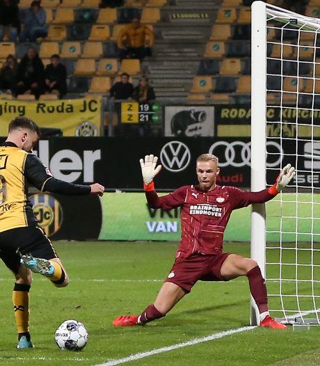 Maxime Delanghe weet na een hectische pot met Jong PSV en een set pinten over zijn rug weer dat hij keeper is