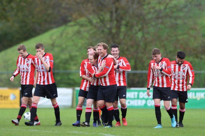 Roodwit, alias VV Steenwijk, viert komend seizoen de doelpunten op zaterdagmiddag.