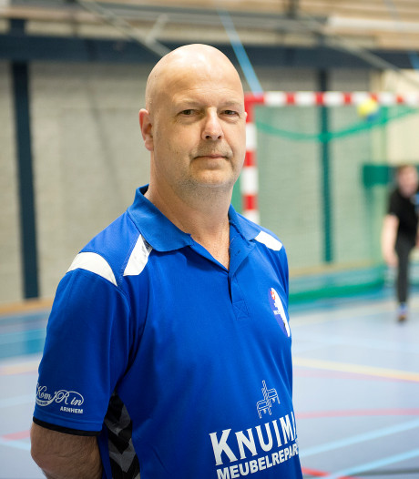 Arnhemse handbalcoach Fred Wielend langer bij HV Angeren