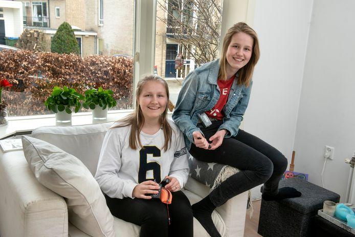 Anna (links) en Jet Karreman.