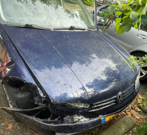De auto van de andere bestuurder is behoorlijk gehavend.