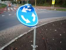 Verkeersborden en bushokje in Bunschoten doelwit van vandalen