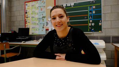 """""""Juf Saar, mag ik een handtekening?"""": Mechelse lerares begeleidt jongeren in 'Down The Road'"""