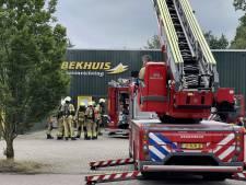 Enorme stank en veel rook, brandweer voorkomt erger bij bedrijf in Albergen