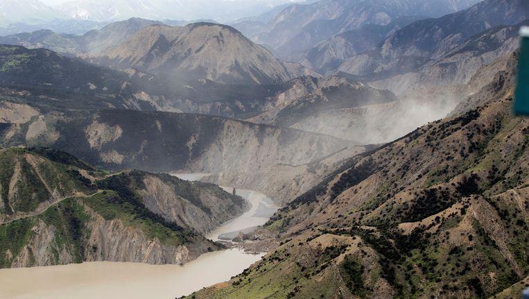 De natuurlijk ontstane dam door puin in de Clarence River is gebroken. Beeld AP