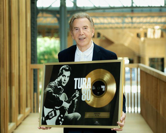 Het verzamelalbum 'Tura 80' - dat vorig jaar uitkwam ter ere van zijn verjaardag - rondde deze maand de kaap van 10.000 verkochte exemplaren, goed voor een gouden status.