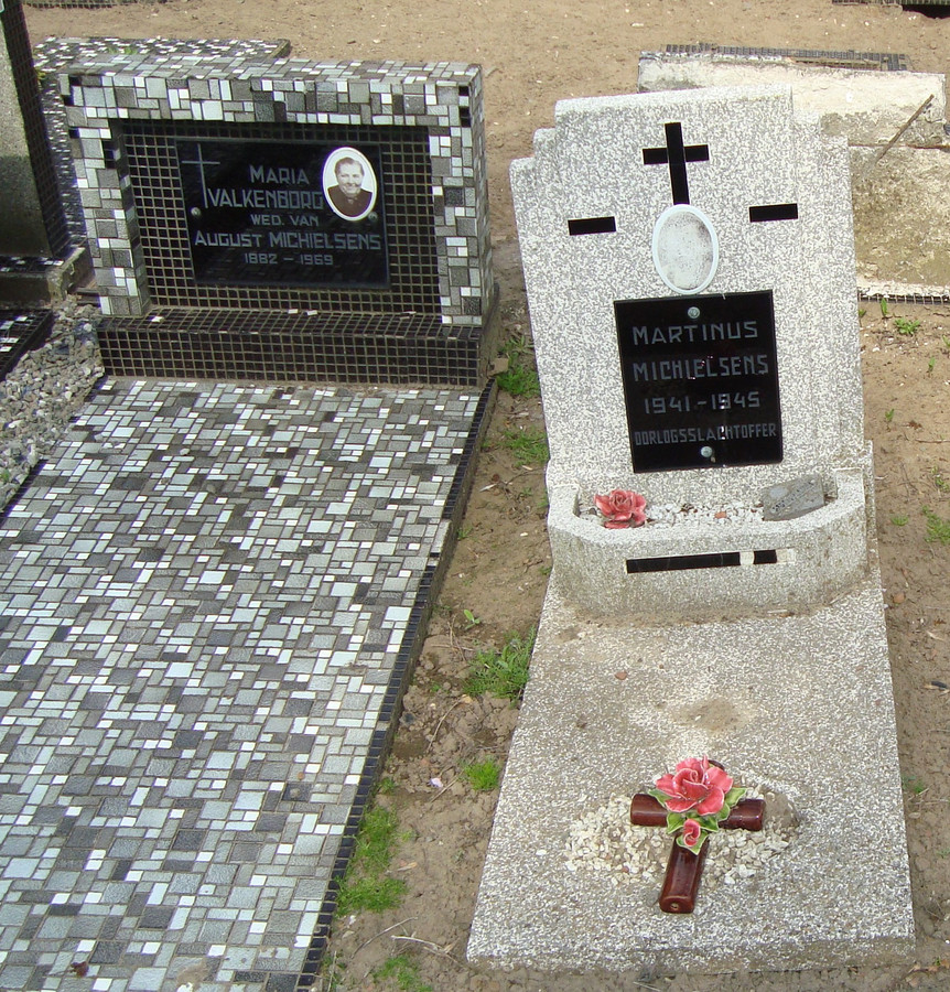 Martinus Michielsens lag tot voor kort begraven op het kerkhof in Hoevenen