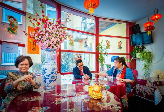 Fu Tsay Seegers-Chien, Atom Zhou en Catherine Tsang vertellen hoe zij dit jaar Chinees Nieuwjaar vieren.