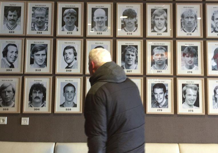 Ermis voor de spelerswand van FC Twente. Beeld