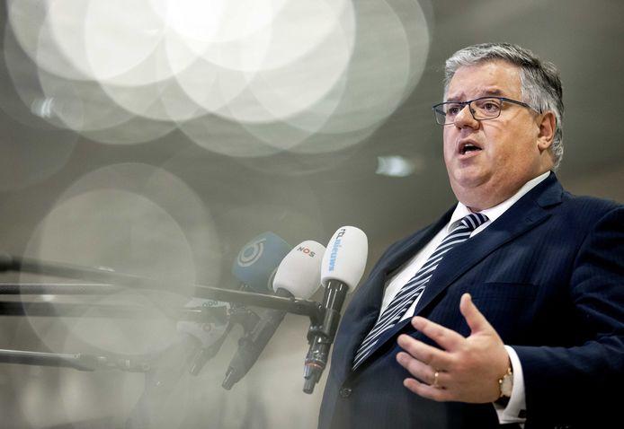 Voorzitter Hubert Bruls staat de pers te woord na het Veiligheidsberaad. Archieffoto.