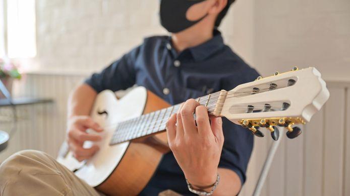 Dankzij project Buurtbubbels kan lokaal talent tijdens de zomermaand op een veilige manier optreden.