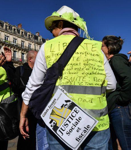 Plusieurs milliers de gilets jaunes défilent dans les grandes villes françaises