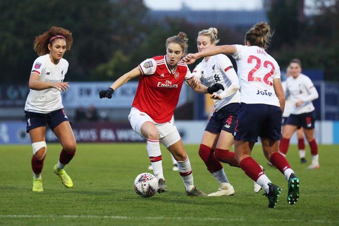 Vivianne Miedema in actie namens Arsenal tegen Liverpool.