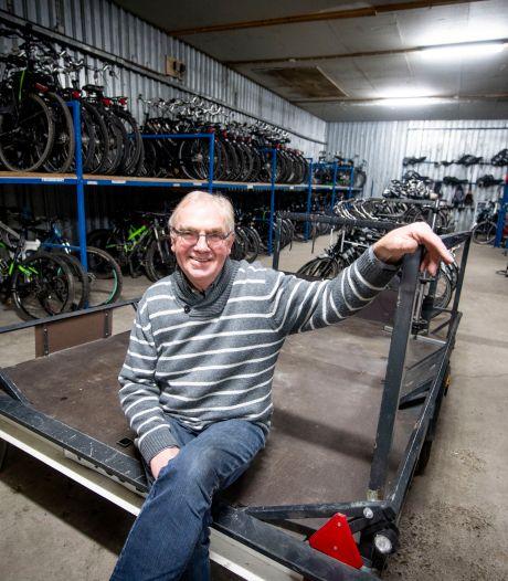 Einde van een tijdperk: Jan Stam uit Holten stopt met het verhuren van fietsen (maar zijn zoon niet)