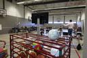De gymzalen van het Carolus Borromeus College in Helmond worden gebruikt om volledige examenklassen les te kunnen geven.