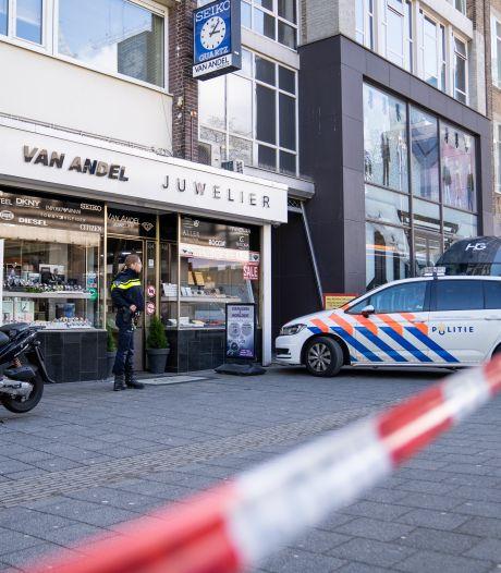 Man overvalt juwelier in Rotterdam en laat scooter achter