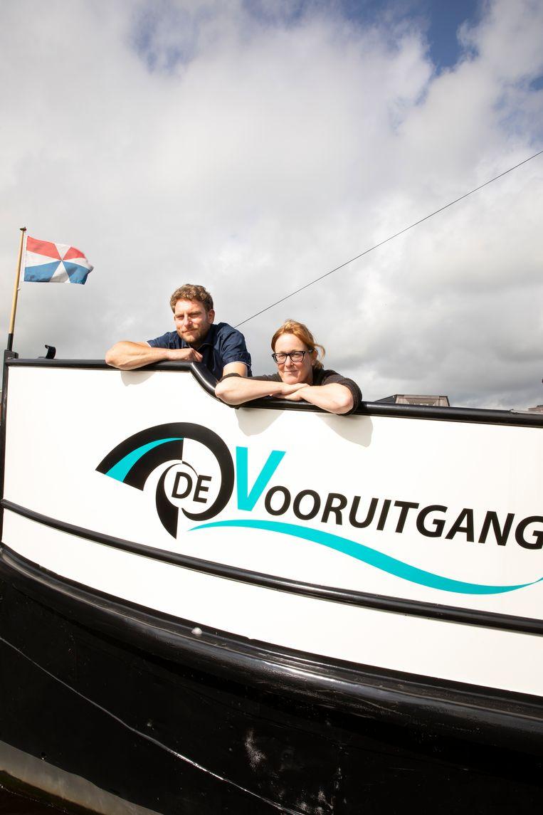 Jorrit Jouwsma en Susan Janssen op hun vergaderschip 'De vooruitgang'.  Beeld Judith Jockel