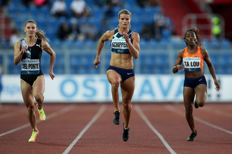 Dafne Schippers wint op hetzelfde toernooi in Tsjechië de 150 meter. Beeld Hollandse Hoogte / EPA