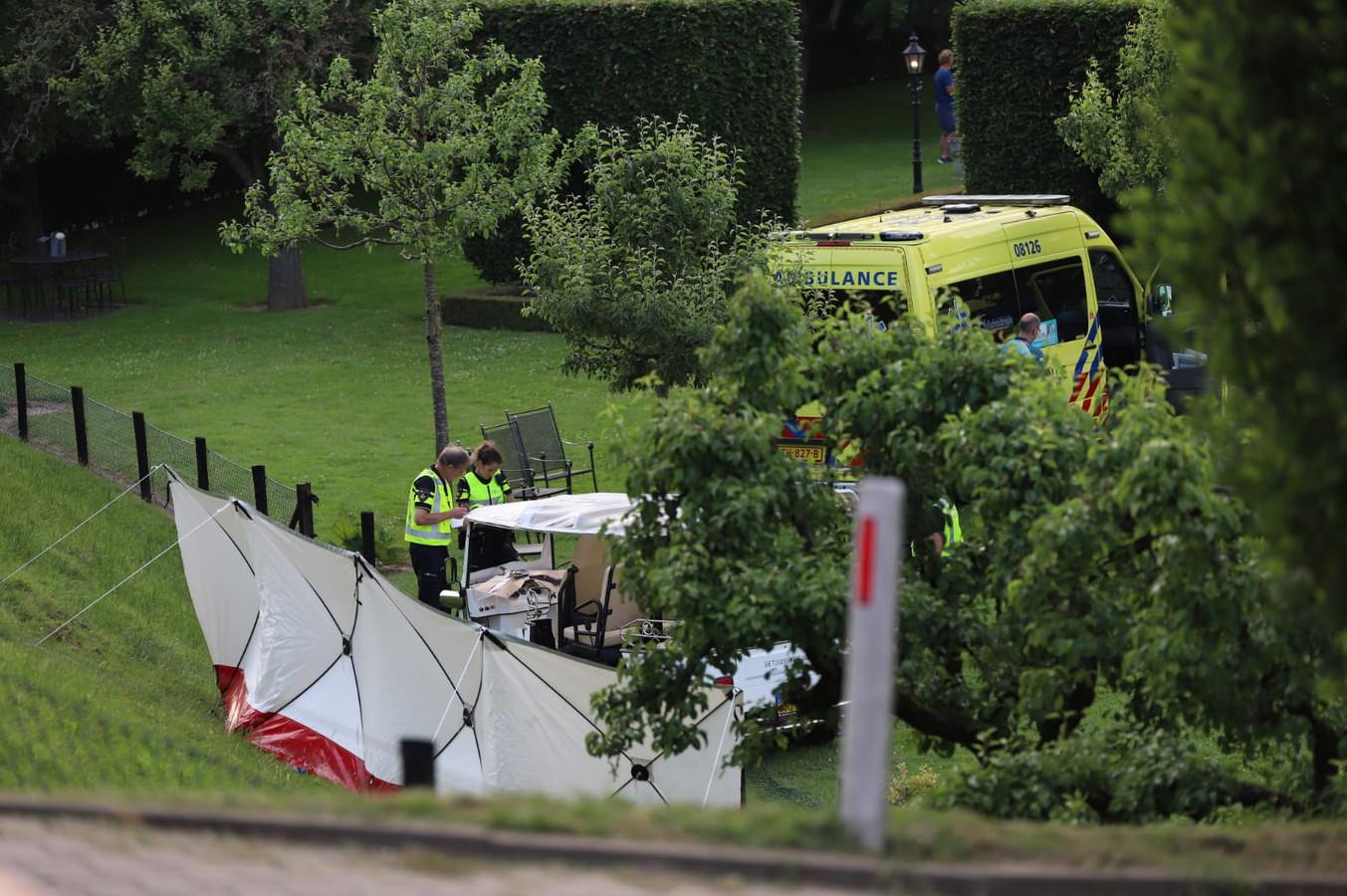 Hulpdiensten bij het fatale ongeluk in Kesteren.