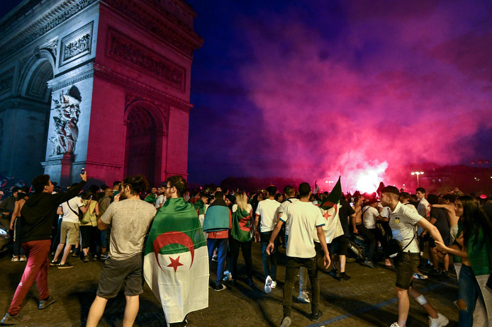 Algerian supporters celebrate near the Arc de Triomphe in Paris after the victory of their team during the 2019 Africa Cup of Nations (CAN) quarter final football match between Ivory Coast and Algeria, on July 11, 2019. (Photo by DOMINIQUE FAGET / AFP)