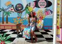 Bij de entree van Mambo Beach Boulevard worden badgasten verwelkomd door een muurschildering van Mirjam.