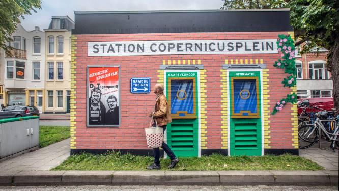 Muurschildering van Van Kooten en De Bie weer schoongespoten: 'Coating heeft het huisje beschermd'