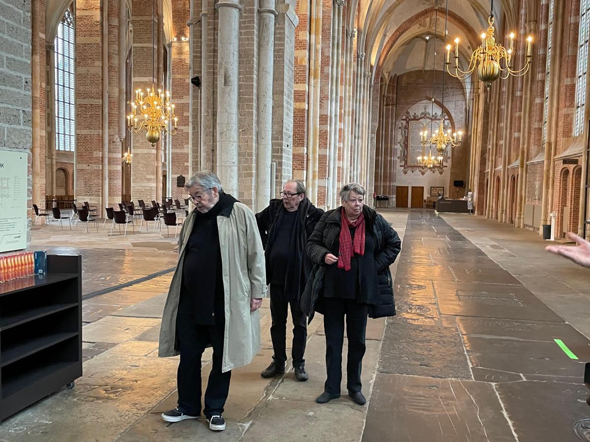 De Van Rossems in de Lebuïnuskerk in Deventer. Van links naar rechts: Maarten, Vincent en Sis.