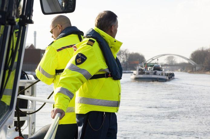 Agenten van de waterpolitie blijven actievoeren.