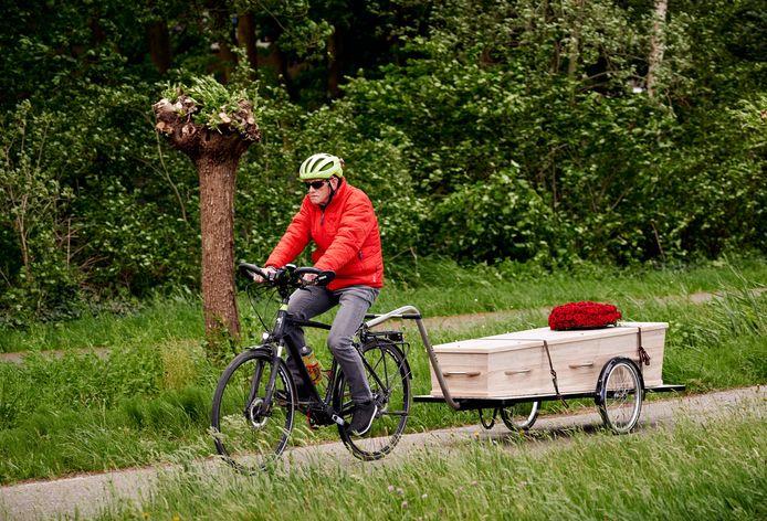 Ad Verhoeven, onderweg van Mariahout naar Beek en Donk.