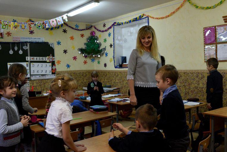 Veronika (26) de lerares: 'Het leven is stabiel hier. Ik hoop dat de toekomst ook gelukkig wordt.' Beeld Yuri Kozyrev/ Noor