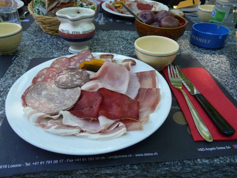 Een stevig bordje vlees is een vaste waarde op de menukaart in een 'grotto'. Beeld UNKNOWN